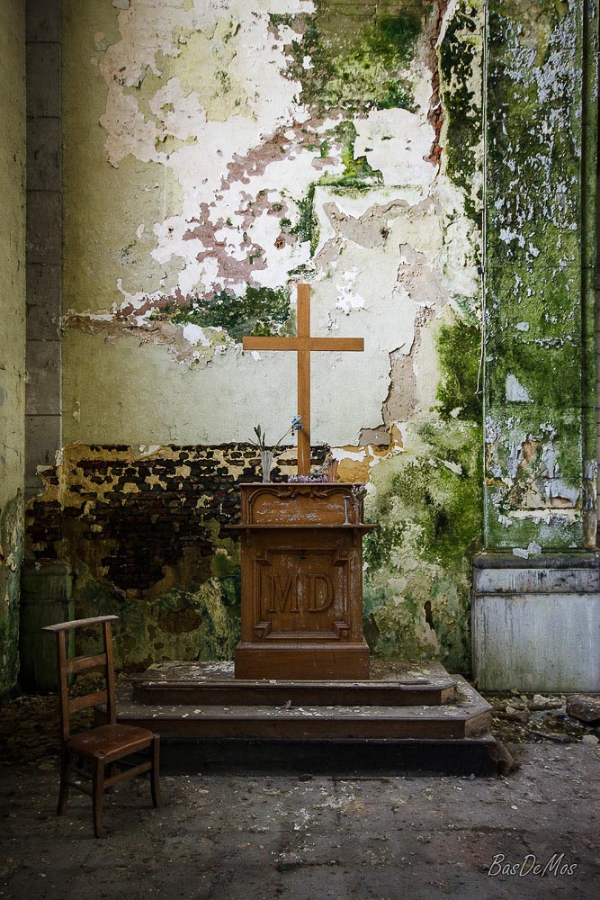 Church_of_decay_03