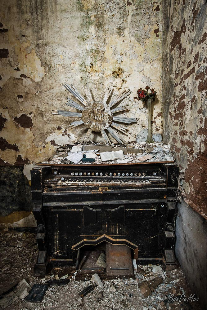 Church_of_decay_22